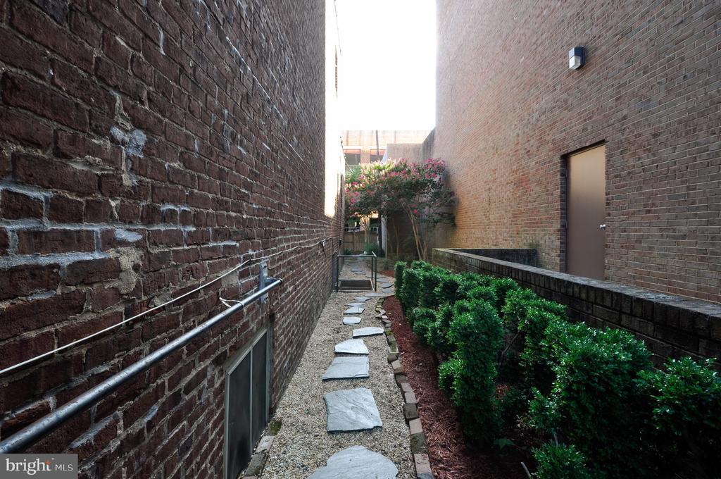 Sidewalk view from back to front - 611 CAROLINE ST, FREDERICKSBURG