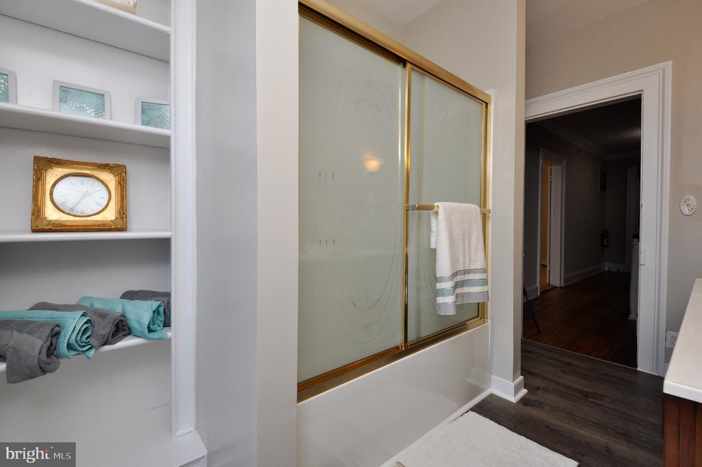 Built ins in second level bathroom - 611 CAROLINE ST, FREDERICKSBURG