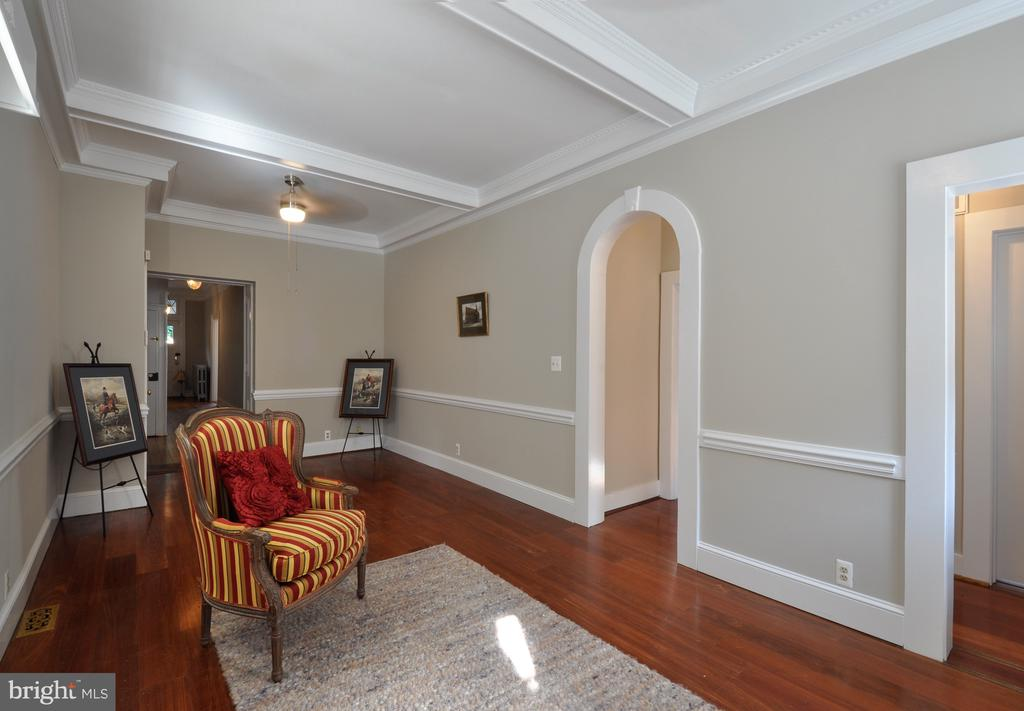 Family room, ceiling and trim work are so detailed - 611 CAROLINE ST, FREDERICKSBURG