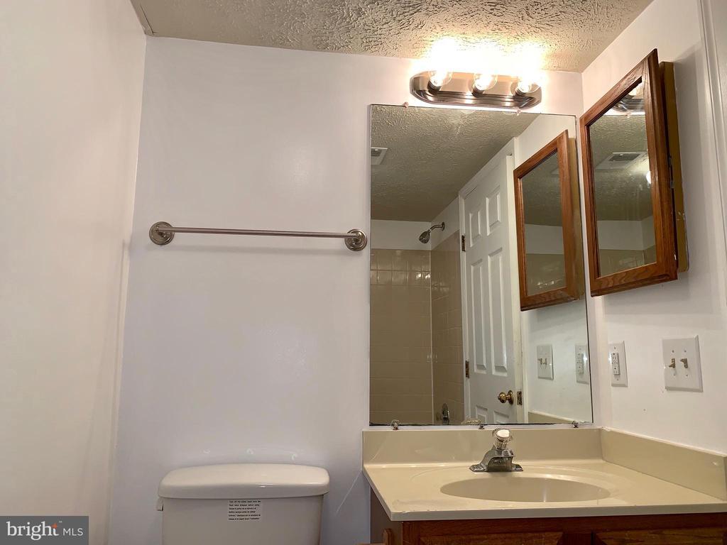 Hallway Bath - 3371 YOST LN #C-202, DUMFRIES