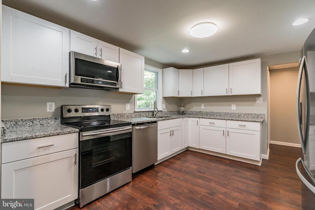 Kitchen - 7923 GRIMSLEY ST, ALEXANDRIA
