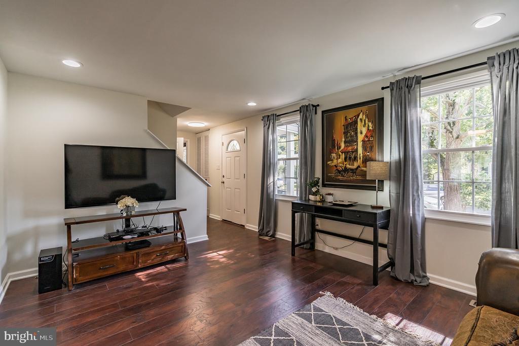 Living Room - 7923 GRIMSLEY ST, ALEXANDRIA