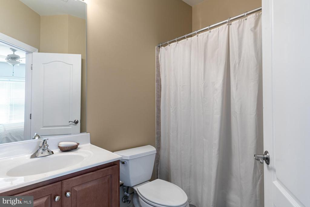 Upstairs Bath 4 - 18700 RIVERLOOK CT, LEESBURG