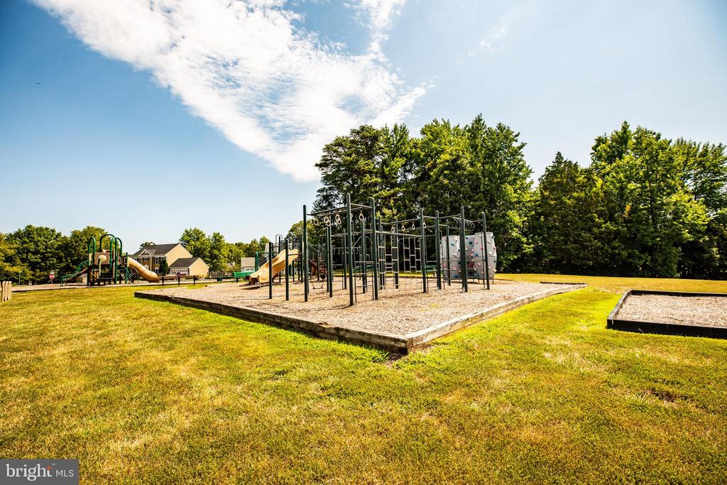Playground with a tot lot - 5 ANTIETAM LOOP, STAFFORD