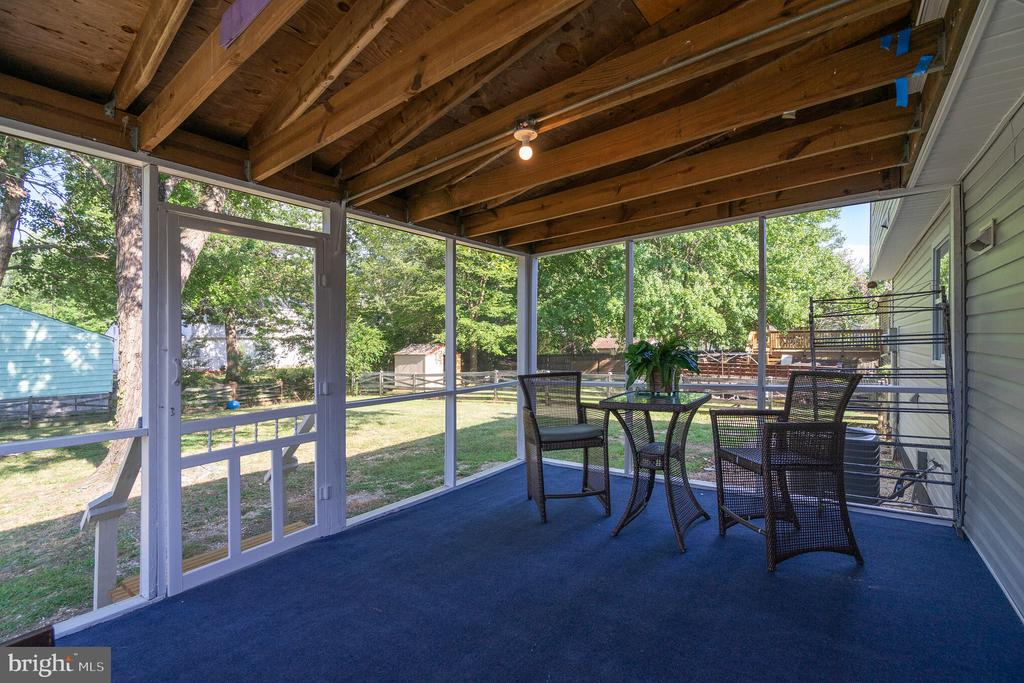 Screened in Porch - 7923 GRIMSLEY ST, ALEXANDRIA