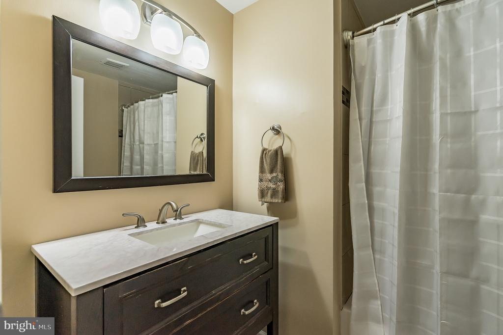 Bathroom - 7923 GRIMSLEY ST, ALEXANDRIA