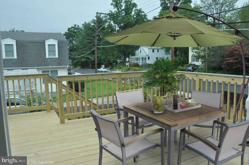 RELAXING DECK - 15 BELMONT CT, SILVER SPRING