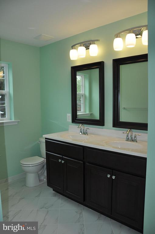 MASTER BATHROOM WITH WINDOW - 15 BELMONT CT, SILVER SPRING