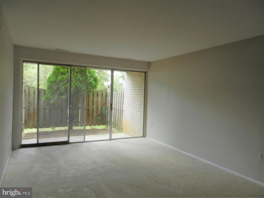 Living Room - 5600 BLOOMFIELD DR #2, ALEXANDRIA