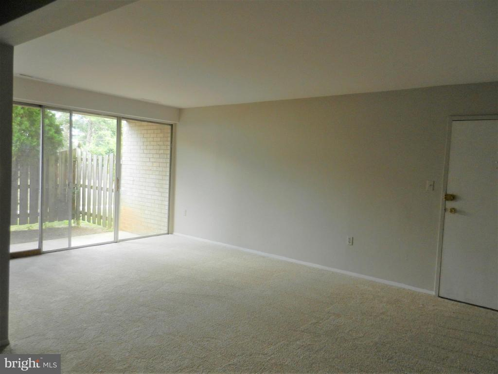 Lving Room - 5600 BLOOMFIELD DR #2, ALEXANDRIA