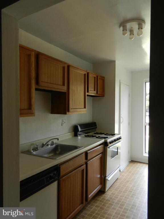 Kitchen - 5600 BLOOMFIELD DR #2, ALEXANDRIA