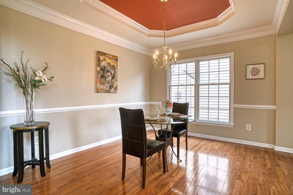 nice hardwood floors - 25238 CROSSFIELD DR, CHANTILLY