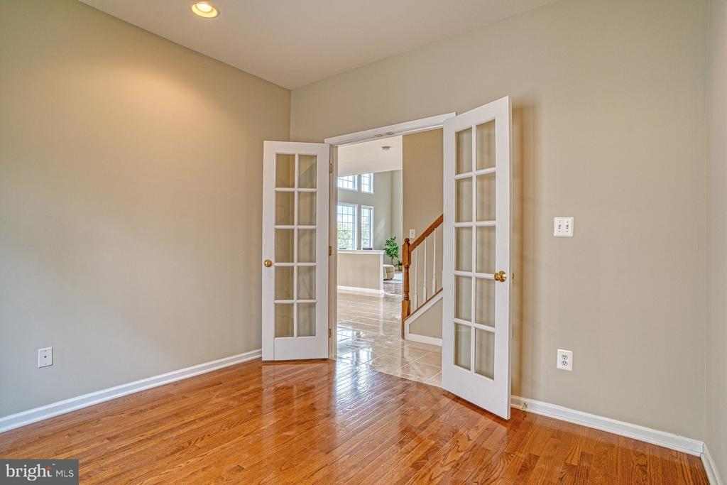 wood floors, french doors all you need is a desk! - 25238 CROSSFIELD DR, CHANTILLY