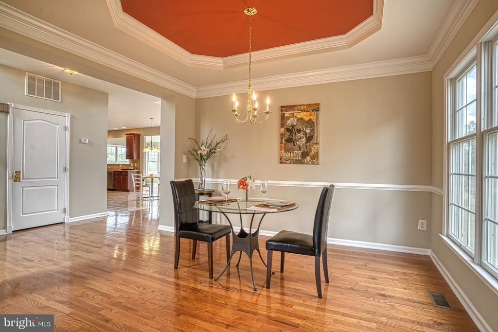 dining room with tray ceilings for the impact! - 25238 CROSSFIELD DR, CHANTILLY