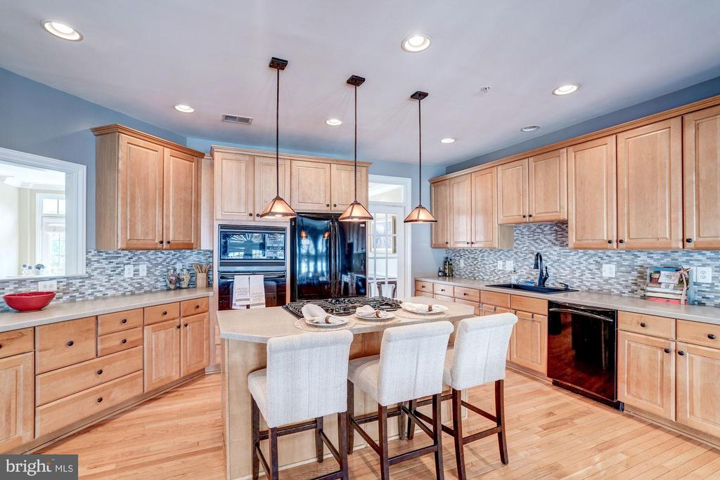 Loads of cabinet and counter space - 47834 SCOTSBOROUGH SQ, POTOMAC FALLS