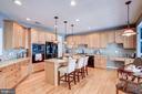 Gourmet kitchen with island - 47834 SCOTSBOROUGH SQ, POTOMAC FALLS
