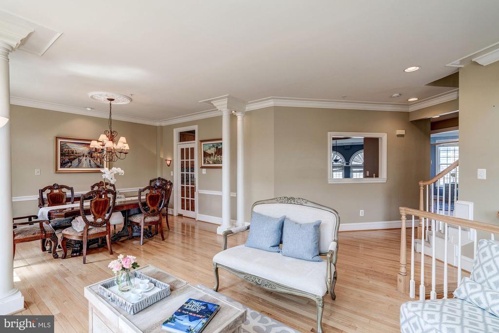 Terrific home for entertaining - 47834 SCOTSBOROUGH SQ, POTOMAC FALLS