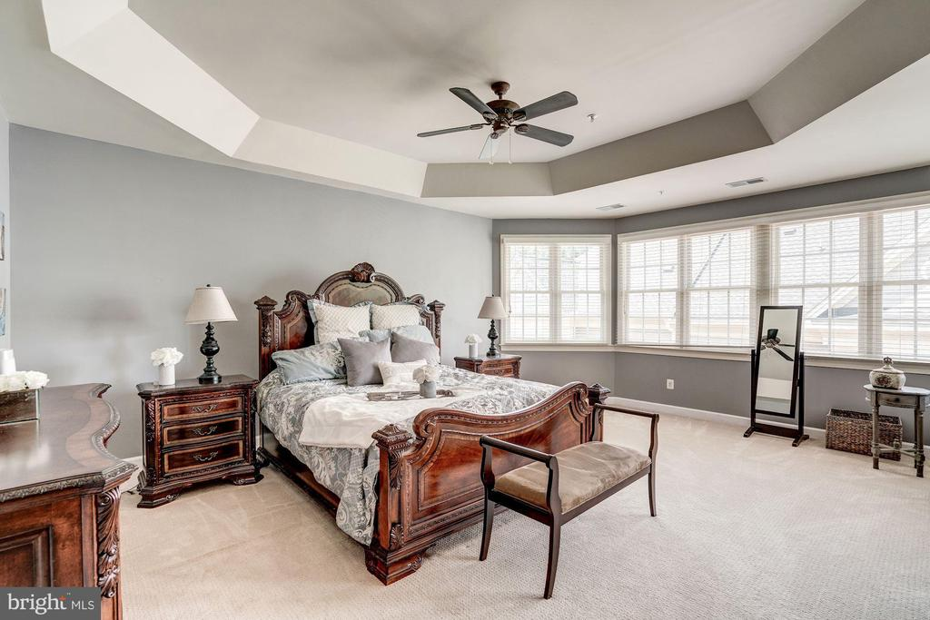 Luxury master suite with sitting area - 47834 SCOTSBOROUGH SQ, POTOMAC FALLS