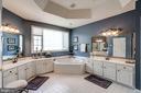 Luxury master bath - 47834 SCOTSBOROUGH SQ, POTOMAC FALLS