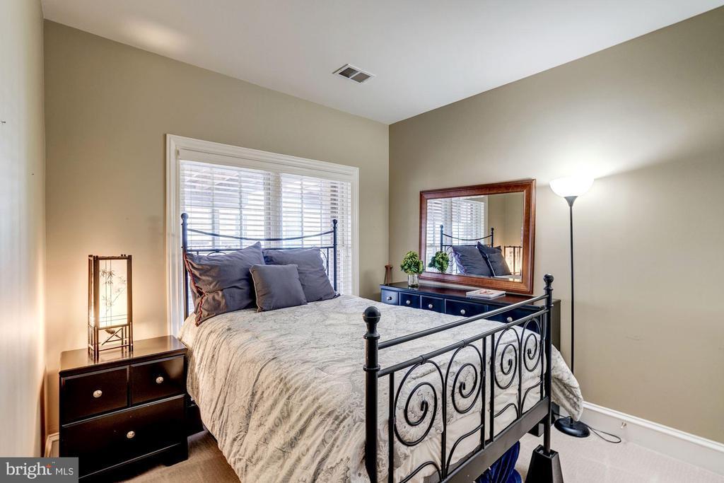 Lower level bedroom - 47834 SCOTSBOROUGH SQ, POTOMAC FALLS