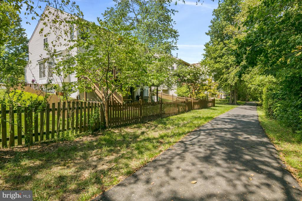 Broadlands walking trail - 21332 MARSH CREEK DR, BROADLANDS