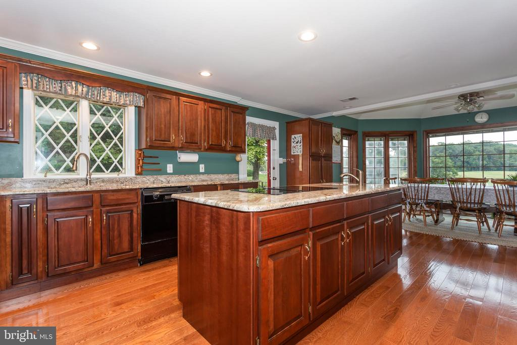 Spacious Open Kitchen - Granite Counter Tops - 6401 STALLION RD, CLIFTON