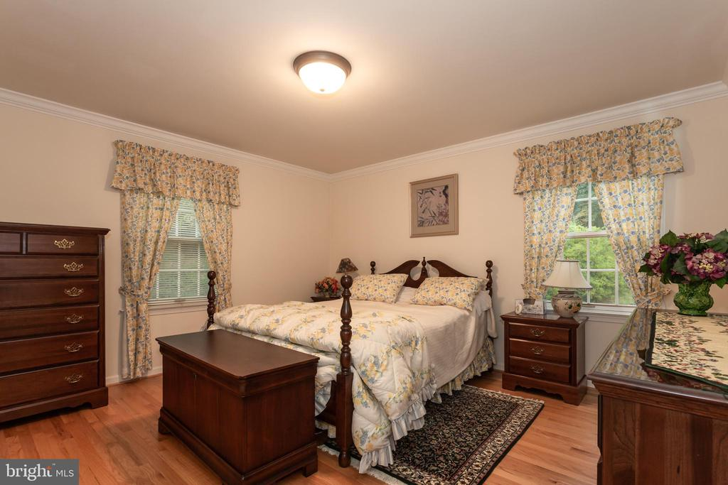 Secondary Bedroom On Main Level With Attached Bath - 6401 STALLION RD, CLIFTON