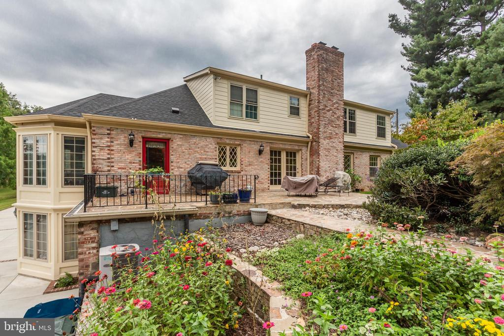 Beautiful Stone Patio And Flower Gardens - 6401 STALLION RD, CLIFTON