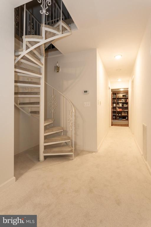 Master Spiral Staircase To Upper Loft Area - 6401 STALLION RD, CLIFTON