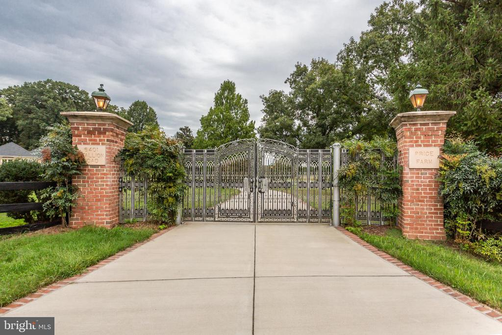 Custom Remote Controlled Privacy Security Gate - 6401 STALLION RD, CLIFTON