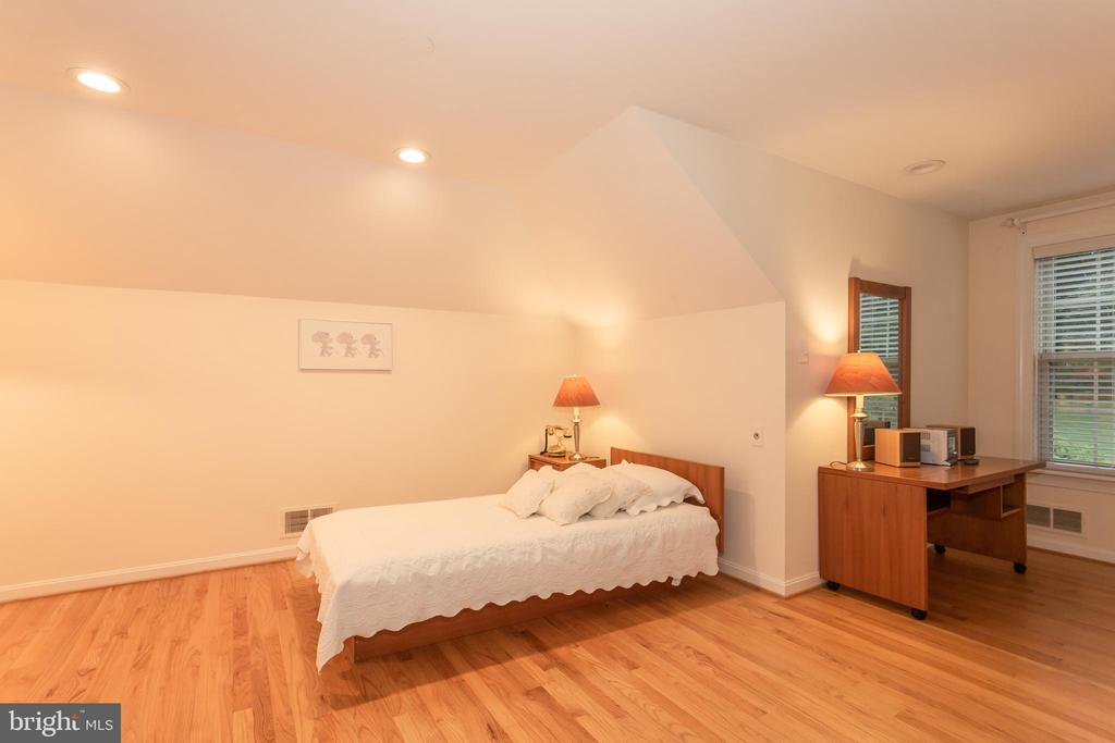 Upper Level Private Third Bedroom - 6401 STALLION RD, CLIFTON