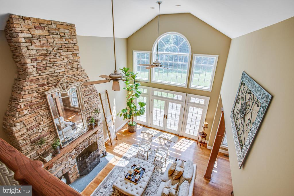 Upstairs landing view to the family room - 11305 HONOR BRIDGE FARM CT, SPOTSYLVANIA