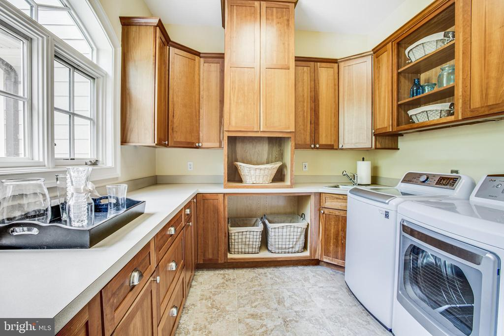 Laundry room! - 11305 HONOR BRIDGE FARM CT, SPOTSYLVANIA