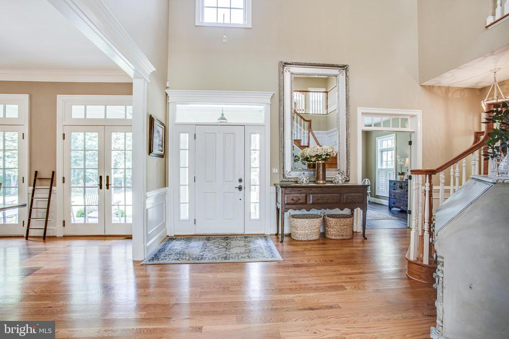 Gleaming hardwood floors throughout! - 11305 HONOR BRIDGE FARM CT, SPOTSYLVANIA