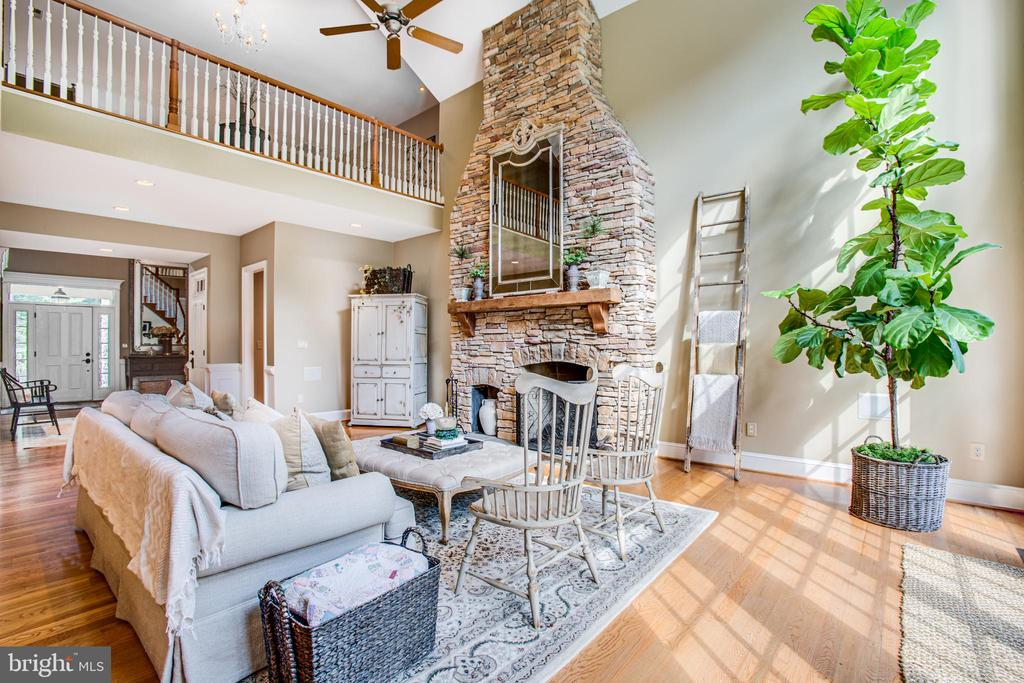 Two story family room overlook! - 11305 HONOR BRIDGE FARM CT, SPOTSYLVANIA