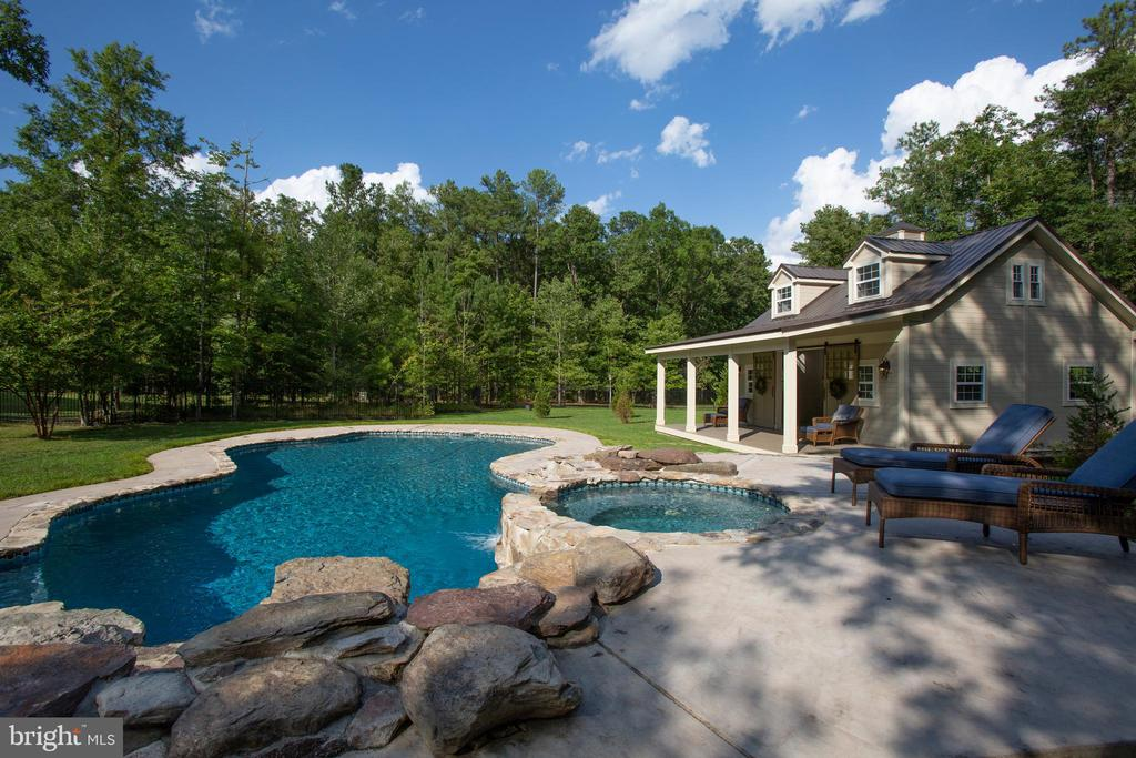 Pool is heated and is salt water! - 11305 HONOR BRIDGE FARM CT, SPOTSYLVANIA