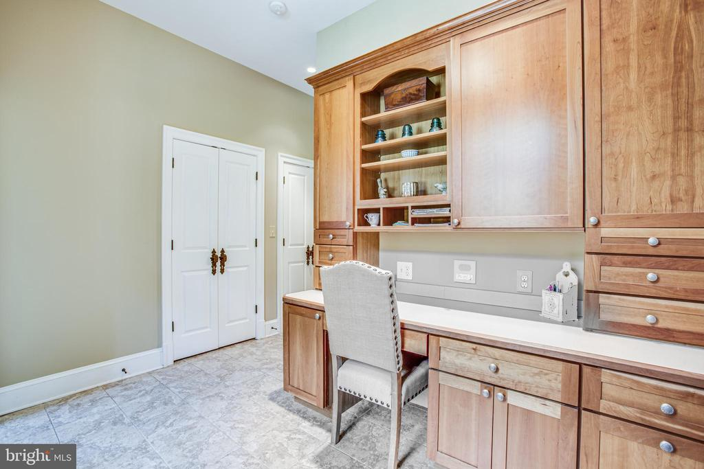 Built-in desk space - 11305 HONOR BRIDGE FARM CT, SPOTSYLVANIA