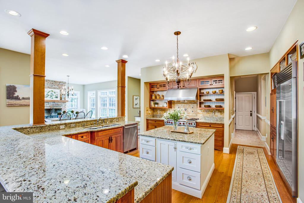 Gourmet kitchen! - 11305 HONOR BRIDGE FARM CT, SPOTSYLVANIA