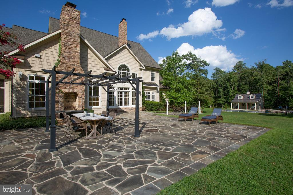 Slate patio - 11305 HONOR BRIDGE FARM CT, SPOTSYLVANIA