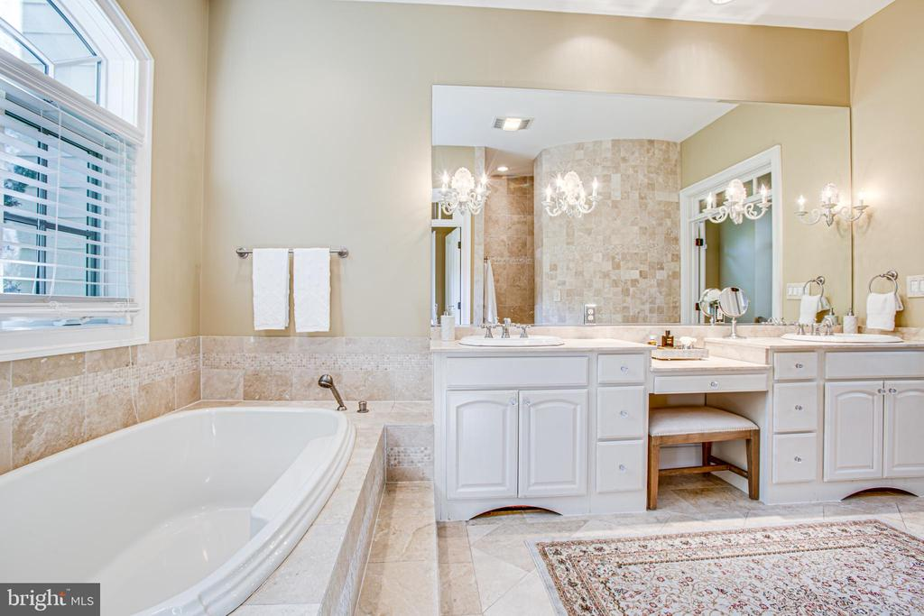 Soaking tub - 11305 HONOR BRIDGE FARM CT, SPOTSYLVANIA