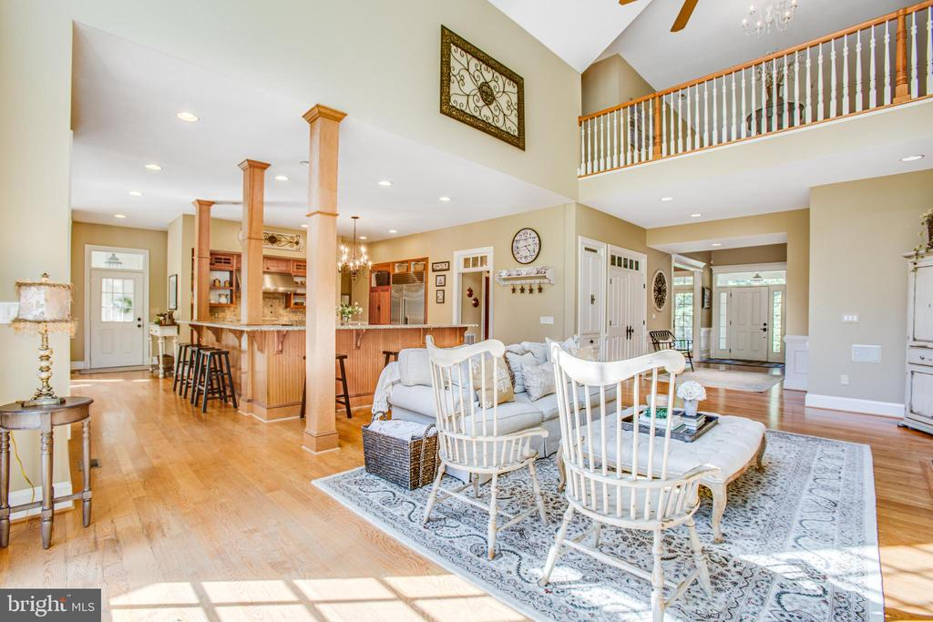 Family room into the kitchen - 11305 HONOR BRIDGE FARM CT, SPOTSYLVANIA