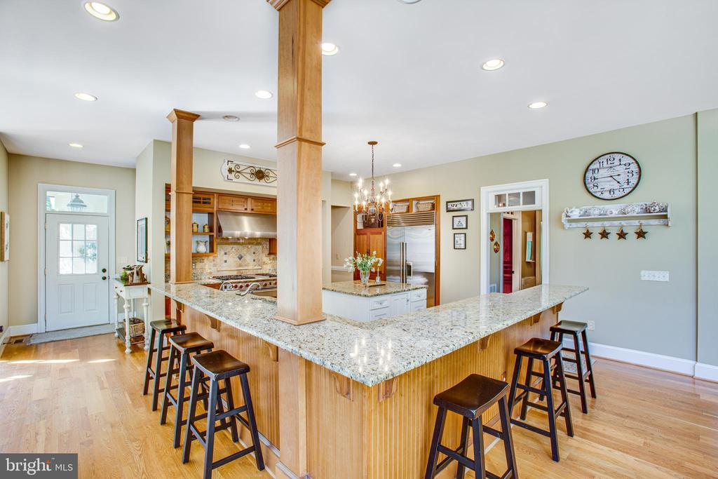 Fabulous breakfast bar - 11305 HONOR BRIDGE FARM CT, SPOTSYLVANIA