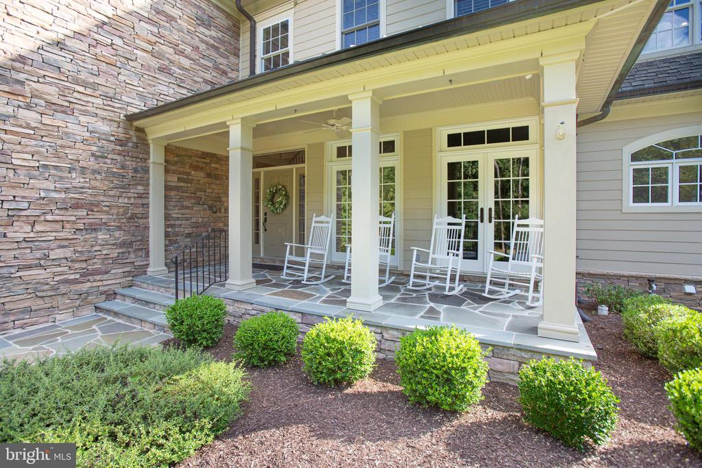Rocking chair front porch! - 11305 HONOR BRIDGE FARM CT, SPOTSYLVANIA