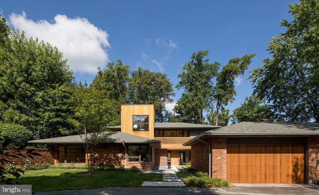 Stunning custom contemporary on nearly 3/4 acres - 4611 36TH ST N, ARLINGTON
