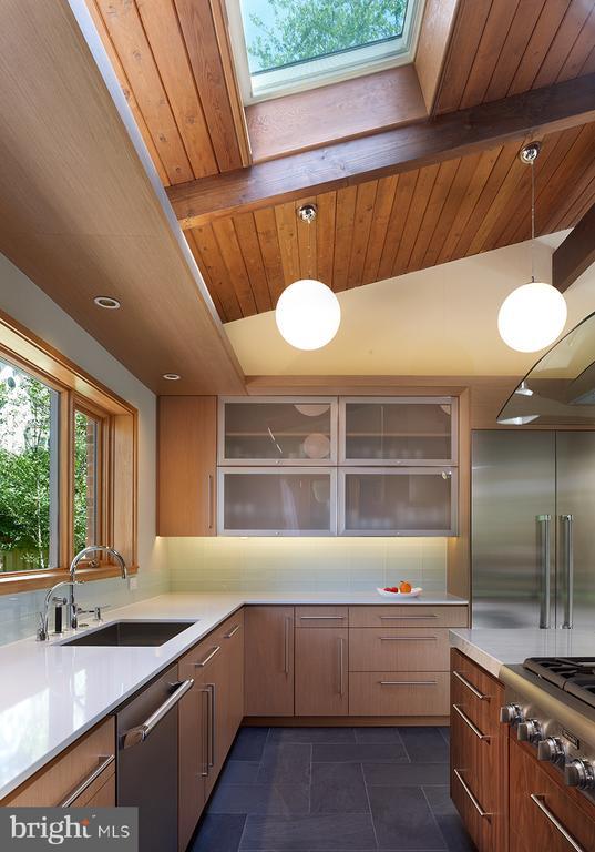 Kitchen designed by Lobkovitch Kitchen Designs - 4611 36TH ST N, ARLINGTON
