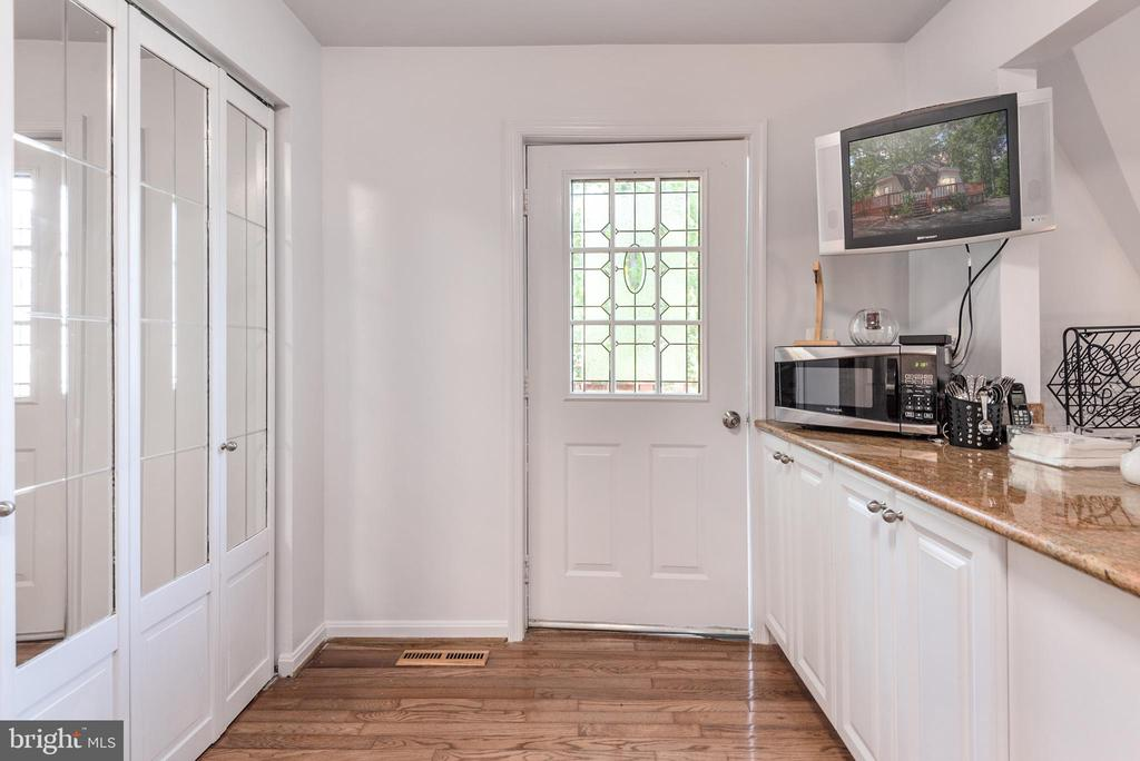 Kitchen and Back Door - 1010 LAKEVIEW PKWY, LOCUST GROVE