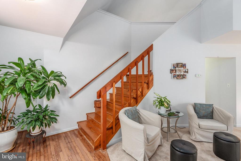 Living Room & Stairs to Master Loft - 1010 LAKEVIEW PKWY, LOCUST GROVE
