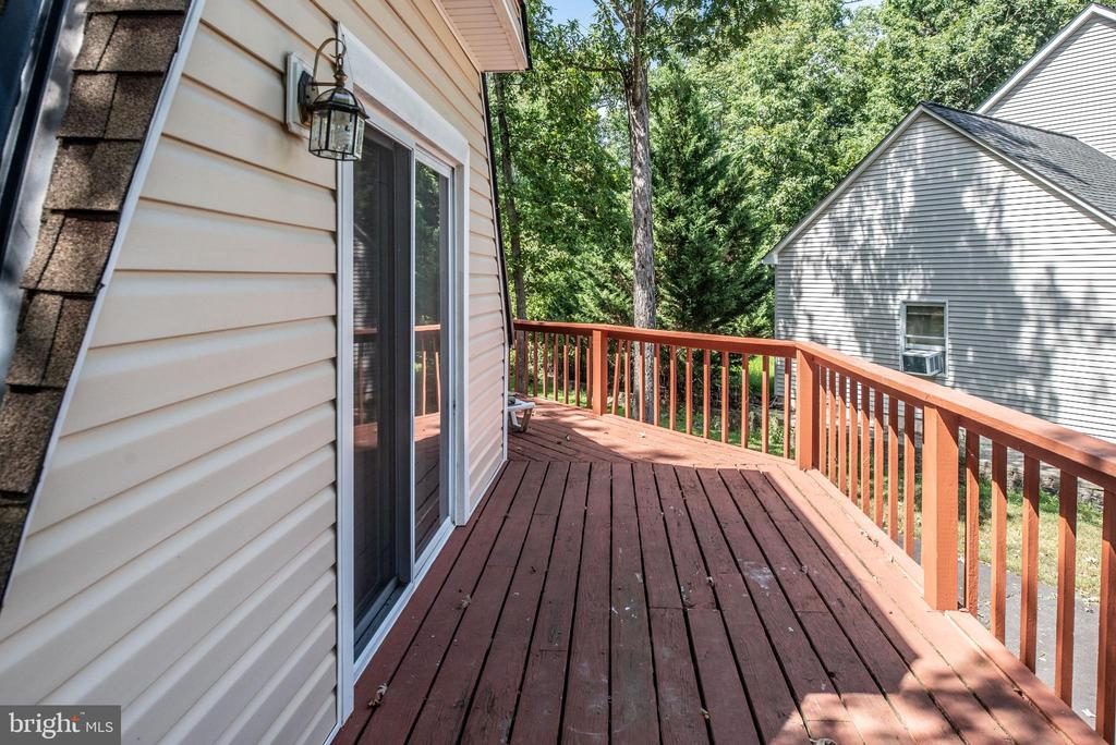 Circular Deck - 1010 LAKEVIEW PKWY, LOCUST GROVE