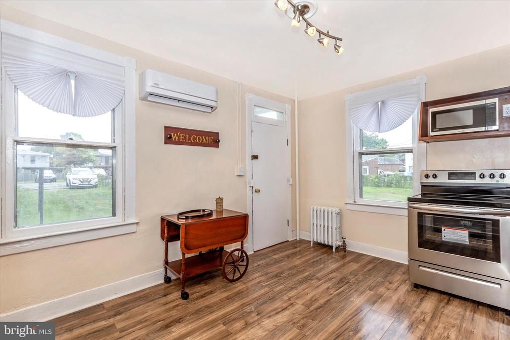 Bright kitchen with lots of natural light - 192 W ALL SAINTS ST, FREDERICK