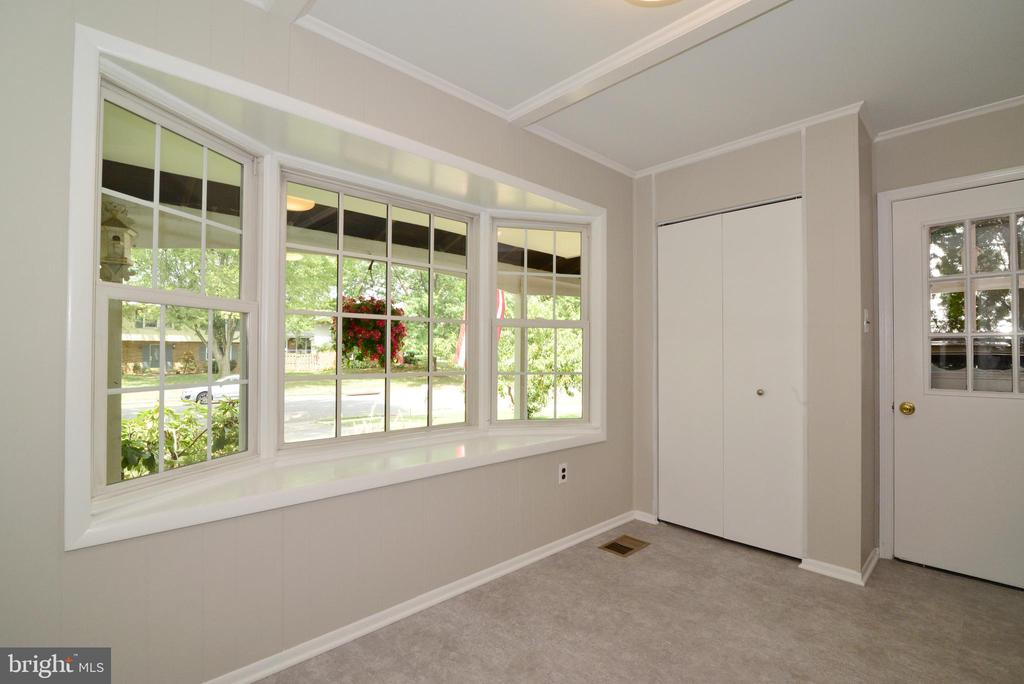 Bright Bay Window ! - 218 WILDMAN ST NE, LEESBURG